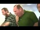 Мужики роняют и разбивают макбук Apple