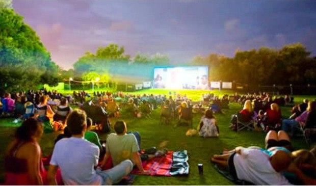 Кинотеатр для автомобилистов под открытым небом
