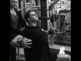 """MAKS•KUDINOV on Instagram: """"TrainingTime Мышцы груди. Сведения в кроссовере сидя, на скамье. Отличное упражнение, я выполняю его в кроссовере, это позволяет мне больше…"""""""
