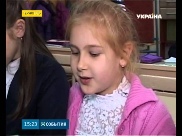 Повстанську абетку для дітлахів роздають школярам Тернополя