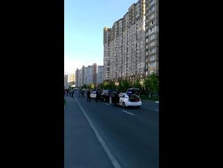 В Дарницком районе Киева полицейские задержали водителя-нарушителя, который пытался скрыться на внедорожнике Infiniti.