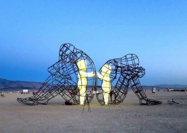 "Скульптура ""Расставание"""