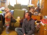 Алёна с Папой занимаются танце пением и лепят пластилин 04.02.2016г.