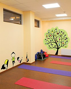 наклейки асанов для студии йоги фото, дерево на стене фото, асаны фото, наклейки асаны фото, наклейка на стену дерево фото, йога наклейка фото