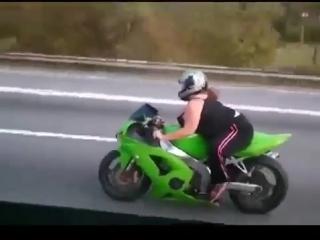 MOTOGP отдыхает - Мотоциклы и мотоциклисты Yamaha Ktm Honda Suzuki Ducati Bmw Kawasaki Стантрайдинг Трюки Слет Дрифт