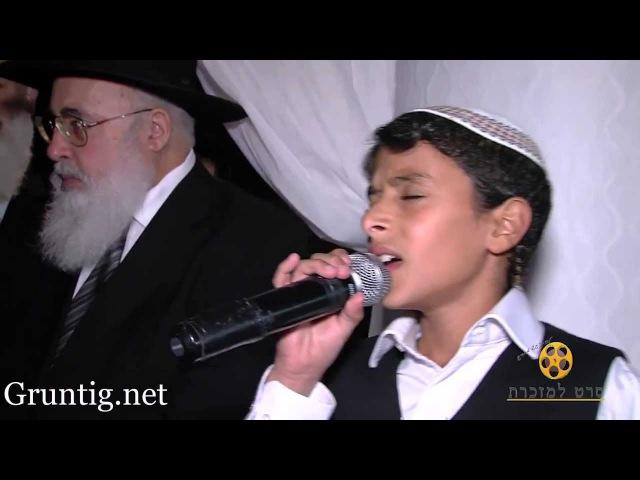 Uziya Tzadok Sings Kochav Meir Live At Chuppah