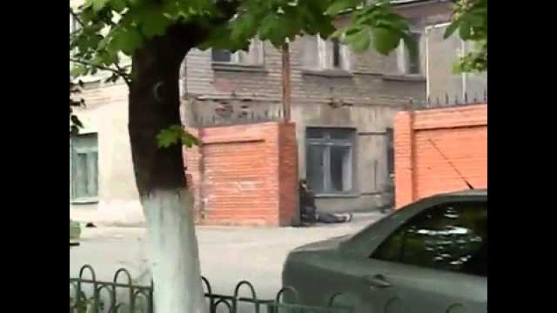 Расстрел МВД в Мариуполе бАндеровцами.Украина 2014 год