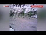 Лихач на BMW протаранил забор детсада в Москве
