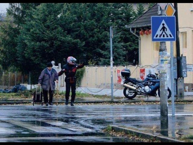 Мотоциклисты помогают людям на дороге. Байкеры делают добро Вот это настоящие...