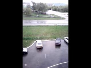 VID_20160514_100623 май.а на улице снег кружит...