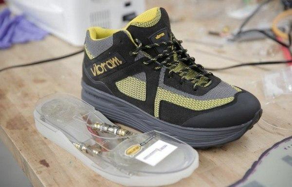 Кинетическая обувь, которая будет заряжать гаджеты во время ходьбы