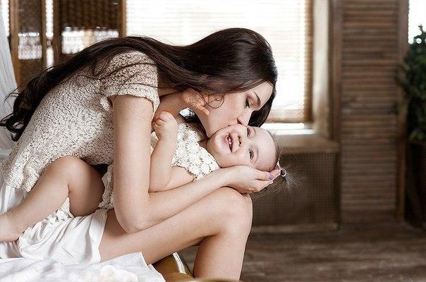Гладьте ребёнка по голове - это его окрыляет. Чем чаще обнимаете ребёнка - тем к...