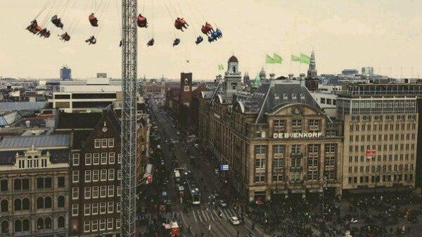 Карусель в Амстердаме. Прокатились бы?:)
