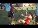 Профессиональная спортсменка играет в футбол / The professional sportswoman plays soccer