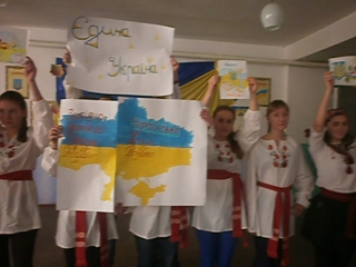 Виконання учнями Концебівської ЗОШ флешмобу до Дня Соборності України.
