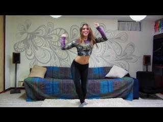 Девушка красиво танцует под разные стили музыки №2