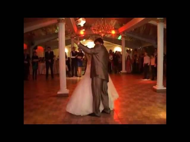 La privitul miresei la nunta lui Andrian si Olesea Axentii