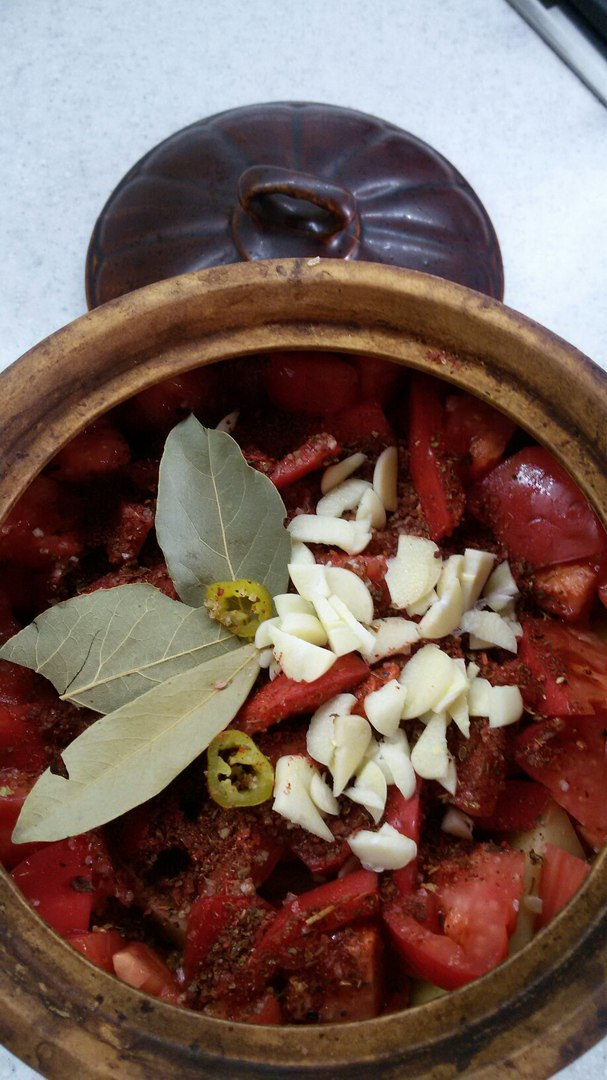 Горшочек с мясом и овощами с бульоном