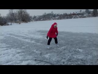 Моя Машуля, на коньках, почти виртуоз, прямо как мама в детстве 😍👭💋