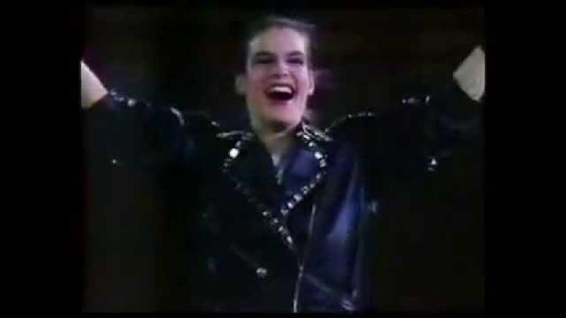 Katarina Witt performing Michael Jackson BAD in 1988