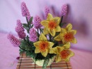 Композиция цветов Лаванда Нарцисс