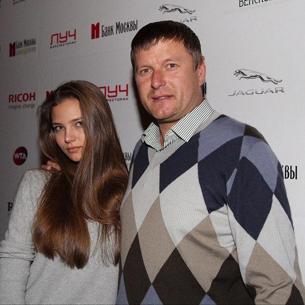 kj3J9bYm7Yc - Красивые дочки российских знаменитостей (фото)