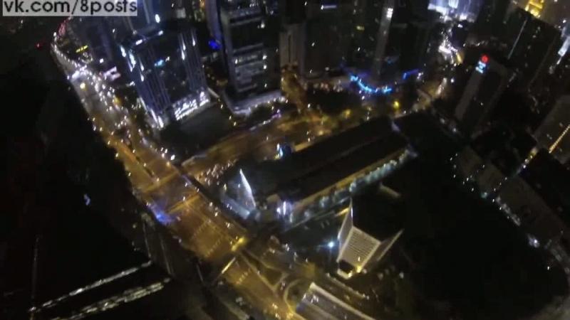 Урбанистический бейсджампинг - прыжки со зданий в городе / Urban base jump by David Laffargue : rad jumps, ninja shit and fun st