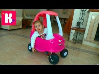 Большая розовая машинка каталка собираем и устраиваем гонки с трактором Little Tikie ...