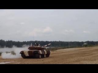 Один танк утопили ,другой перевернули !