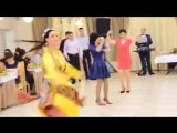 Rus qizining uzbekcha raqsi _ Узбекский танец в исполнении русской девушки!