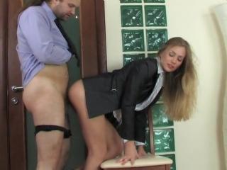 секретарша вышла на минутку по курить