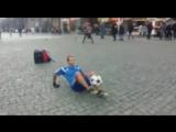 Азербайджанский футболист развлекает европейцев в центре Праги.| АЗЕРБАЙДЖАН , AZERBAIJAN , AZERBAYCAN , БАКУ, BAKU , BAKI , 201