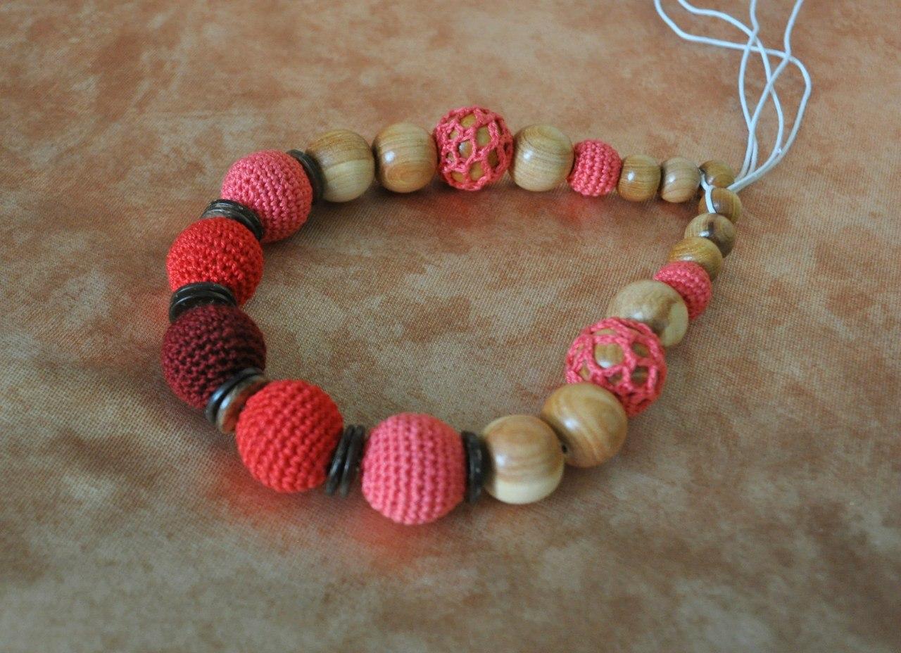 Слингобусы два в одном — яркое украшения и игрушка