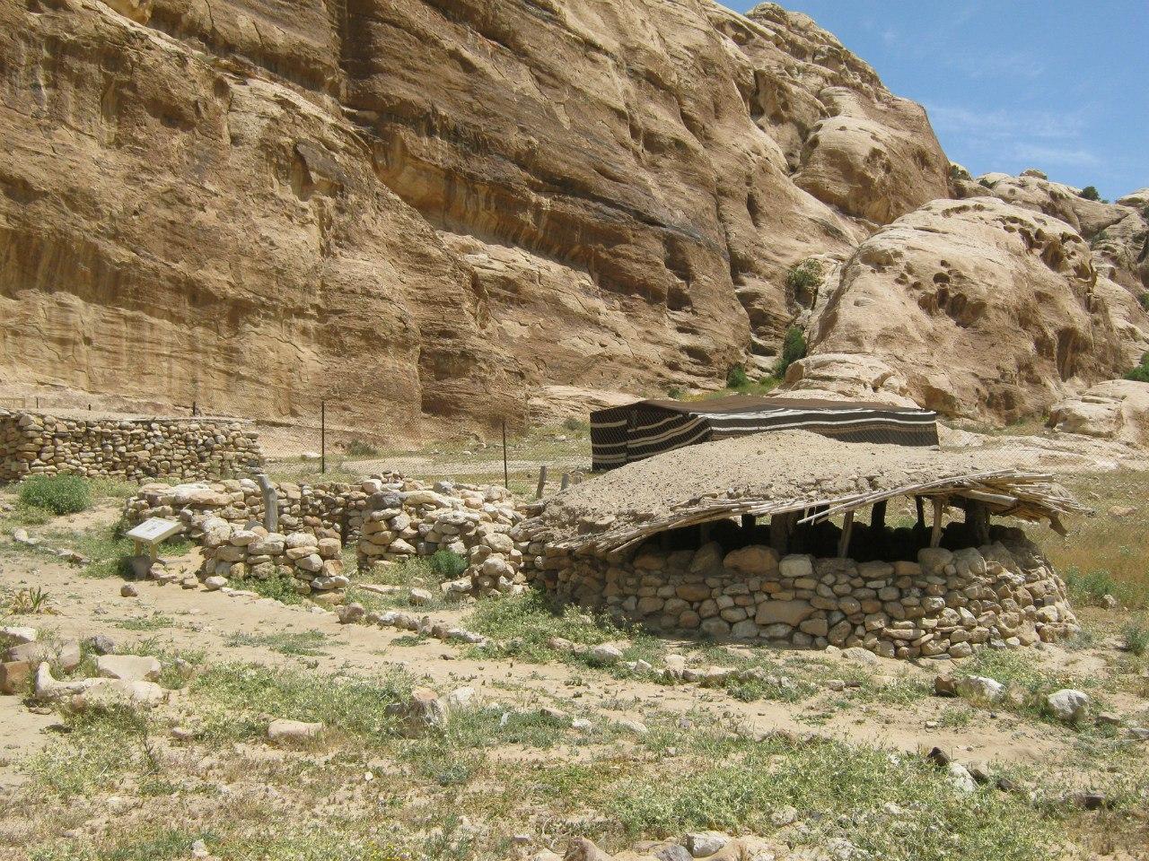Древнее поселение близ Малой Петры