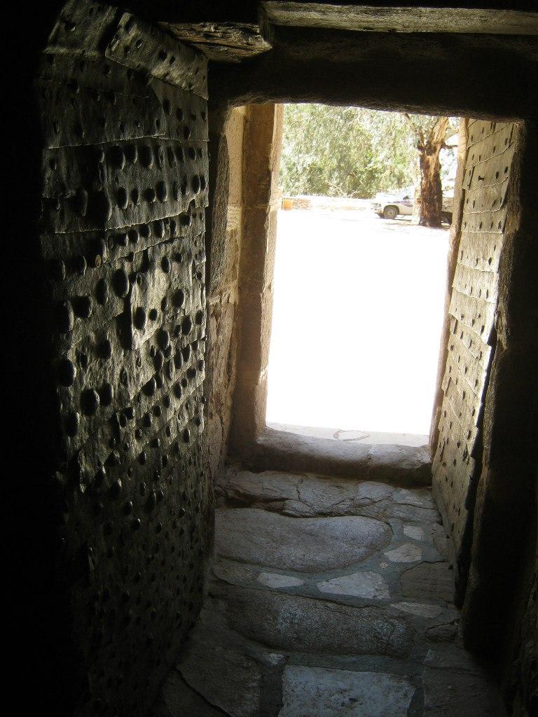 Древний вход в монастырь Святой Катерины