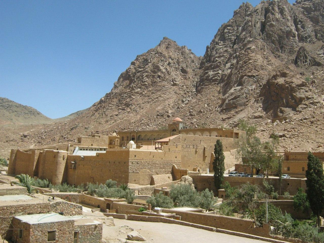 крепостные стены монастыря Святой Катерины