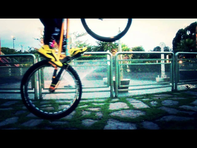 Como saltar en rueda trasera - caballete o pivotar - Tutoriales Pachotrial en español - pedal kick