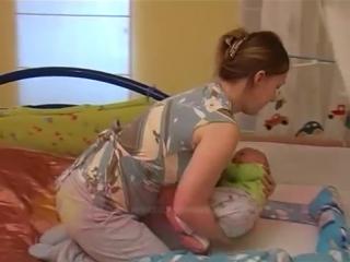 Развивающий уход- пеленание и как уложить спать малыша