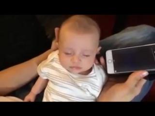 Самый простой способ успокоить ребенка -  Реакция младенца на чтение Корана