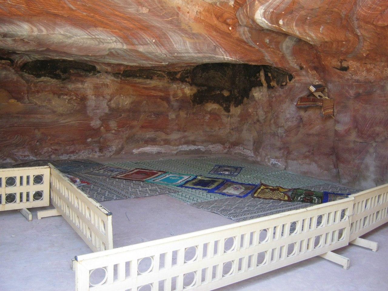 пещера для молитвы (намаза)