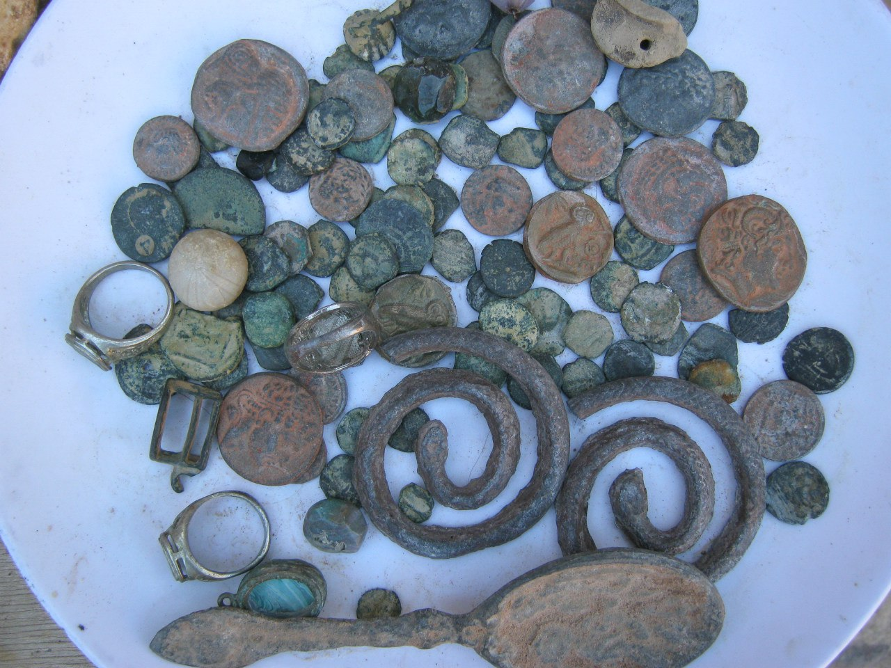 в древнем городе Петра продавцы сувениров антиквариата