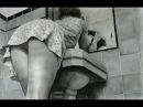Интерес под Мини юбкой девушки  Interest under the mini skirt girl