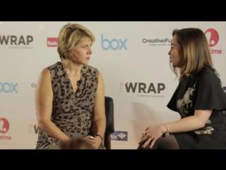 ИНТЕРВЬЮ: Эмилия дает интервью на мероприятии «TheWrap's Power Women Breakfast»