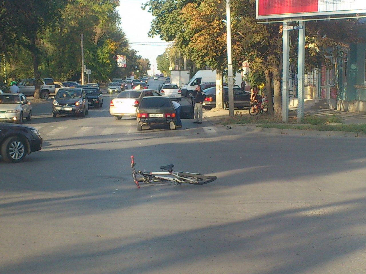 В центре Таганрога водитель «ВАЗ-2114» сбил велосипедиста