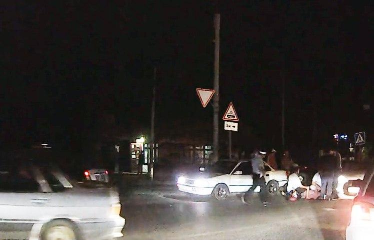 Вчера поздно вечером в Таганроге сбили женщину на пешеходном переходе. Видео