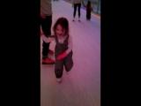 Доча на коньках первый раз