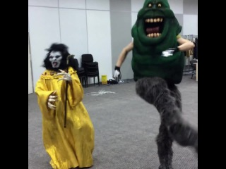 Dracula and Slimer DANCE! ( ghostbusters)
