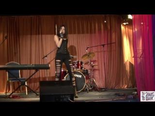 Певица Никки -