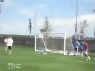 Зидан не забыл как играть в футбол