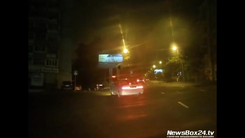 Регистратор снял столкновение двух машин на Луговой